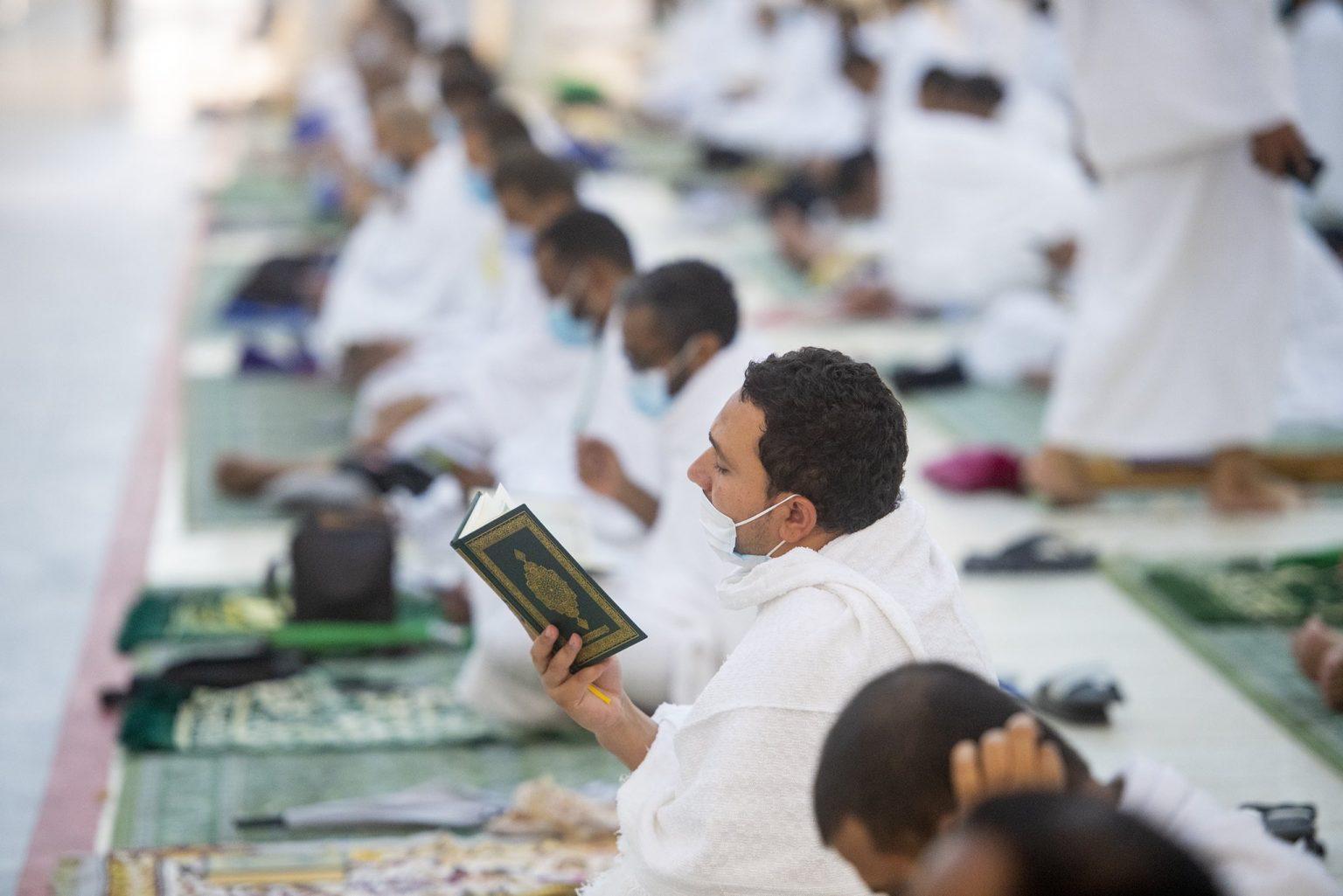 E6pfkmcXsAIcTYf 1536x1025 1 - شاهد الحجاج يتوجهون إلى مسجد نمرة لتأدية صلاتي الظهر والعصر جمعًا