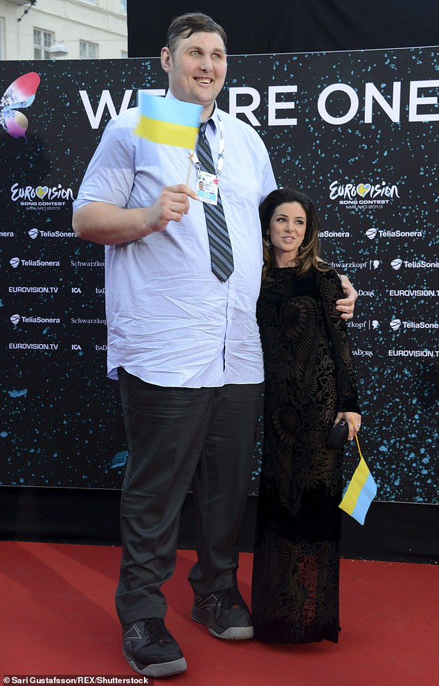 19801284 7580927 Vovkovinskiy suffers pituitary gigantism which occurs when a tum a 1 1571254850261 - وفاة أطول وأضخم رجل في أمريكا.. والكشف عن طوله وسبب موته
