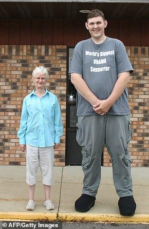 19801294 7580927 image m 52 1571252971812 - وفاة أطول وأضخم رجل في أمريكا.. والكشف عن طوله وسبب موته