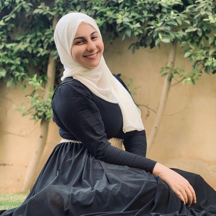 2021 9 24 19 43 40 463 - شاهد الفنانة المصرية ياسمينا العلواني تفاجئ جمهورها بارتداء الحجاب