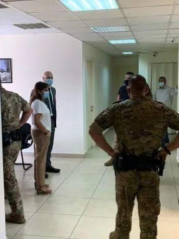 222 1 1 - شاهد: مشاجرة بين حراس المرأة الحديدية وموظفي وزارة الخارجية اللبنانية