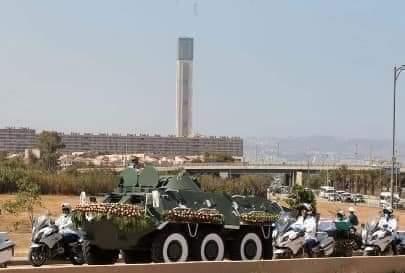 E uy3CxWQAIbM4p - الجزائر.. جدل واسع بعد حذف جريدة مئذنة المسجد الأعظم من صورة غلافها