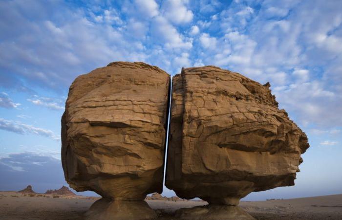 3 2 - لم تقسم نصفين بالليزر.. سر صخرة عجيبة في السعودية