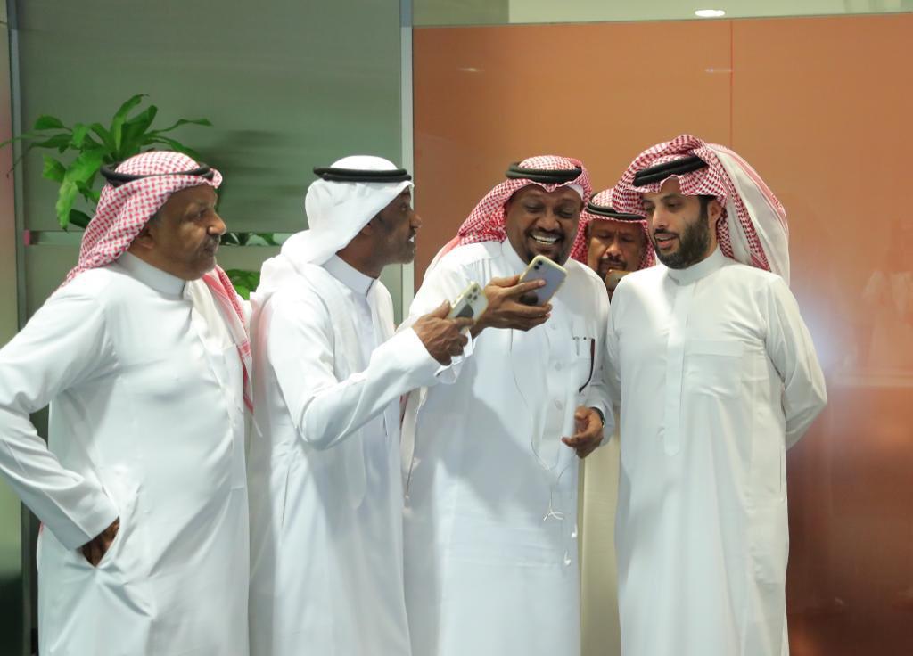 FBnaOPgXsAQWcVt - شاهد تركي آل الشيخ ينشر صور اجتماعه مع المطربين الشعبيين.. ويكشف عن اتفاقه معهم
