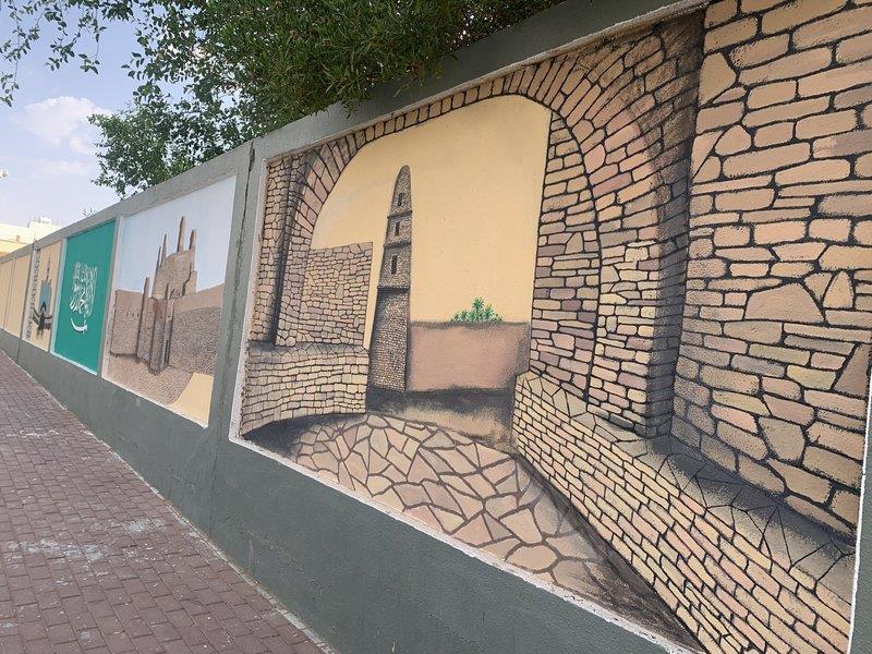 a3c50d58 055e 4b18 989d 9da0b26e3a8a - استغل موهبته في تجميل المدرسة.. معلم يحول الأسوار إلى لوحات فنية