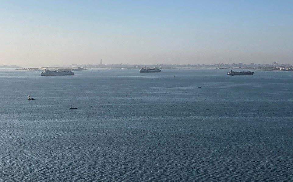 23839179 aa00 4043 8c93 40809a50e868 - السفينة الجانحة في قناة السويس تسبب ضرراً كبيراً للاقتصاد العالمي